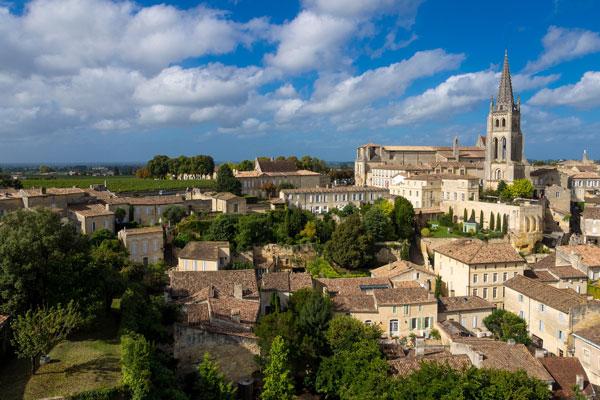 exemple du village de Saint-Émilion avec beaucoup de zones classées