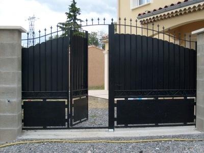 Les-portails-avec-la-porte-intégrée-dans-le-vantail-400x300
